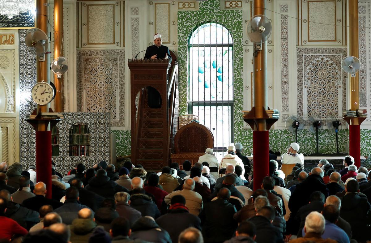 Картинки по запросу great mosque brussels interior