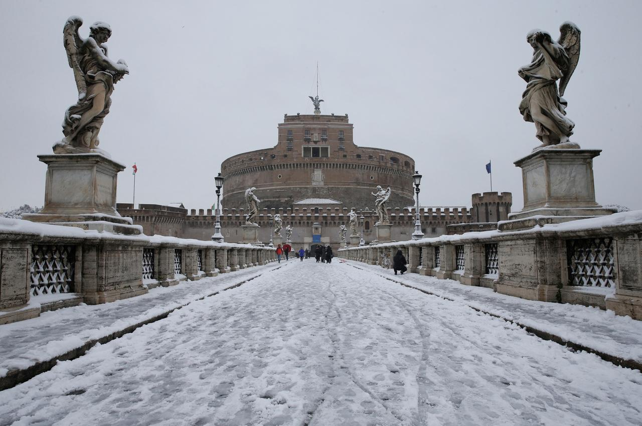 freeze engulfs europe rare rome snow disrupts flights reuters