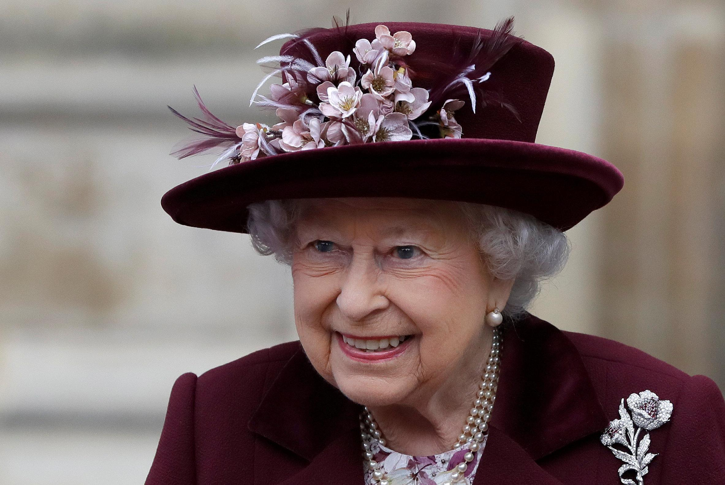 Queen gives formal consent for grandson harry to marry meghan markle slideshow 3 images izmirmasajfo Images