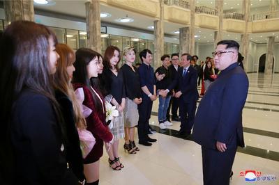 Kim Jong Un meets K-pop stars