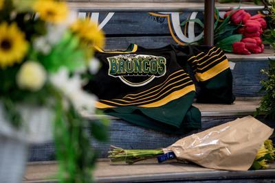 Canada grieves after hockey team bus crash
