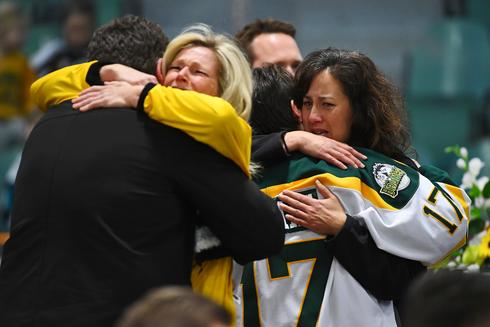 Emotional vigil for Canadian hockey team