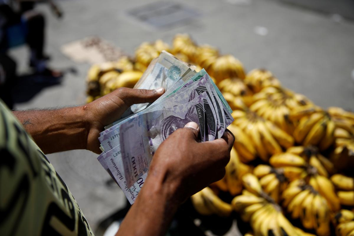 Venezuela inflation 454 percent in first quarter: National Assembly | Reuters