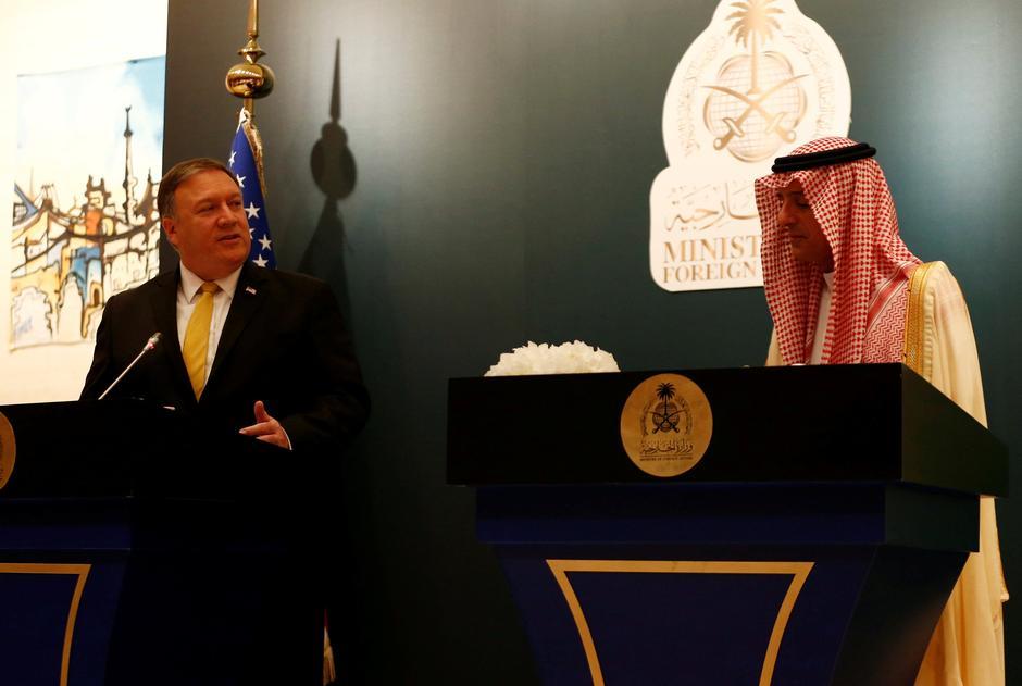 Il Segretario di Stato americano Mike Pompeo parla con il suo omologo saudita Adel al-Jubeir durante una conferenza stampa, a Riyadh, in Arabia Saudita, il 29 aprile 2018. Credits to: REUTERS/Faisal Al Nasser.