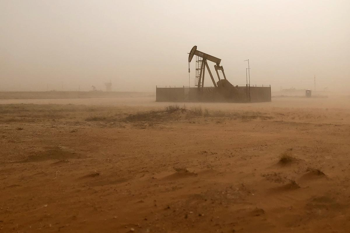 Boom in West Texas oil patch lifts wages, prices - Reuters