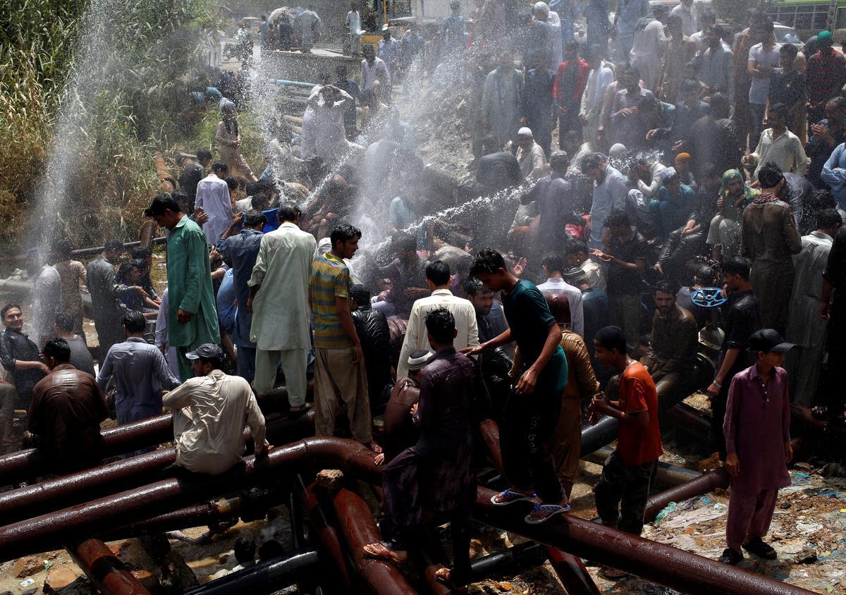 Pakistan heatwave kills 65 people in Karachi - welfare organization