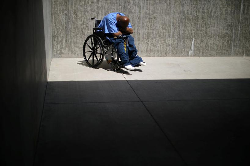 California deals with dementia among aging inmates - Reuters