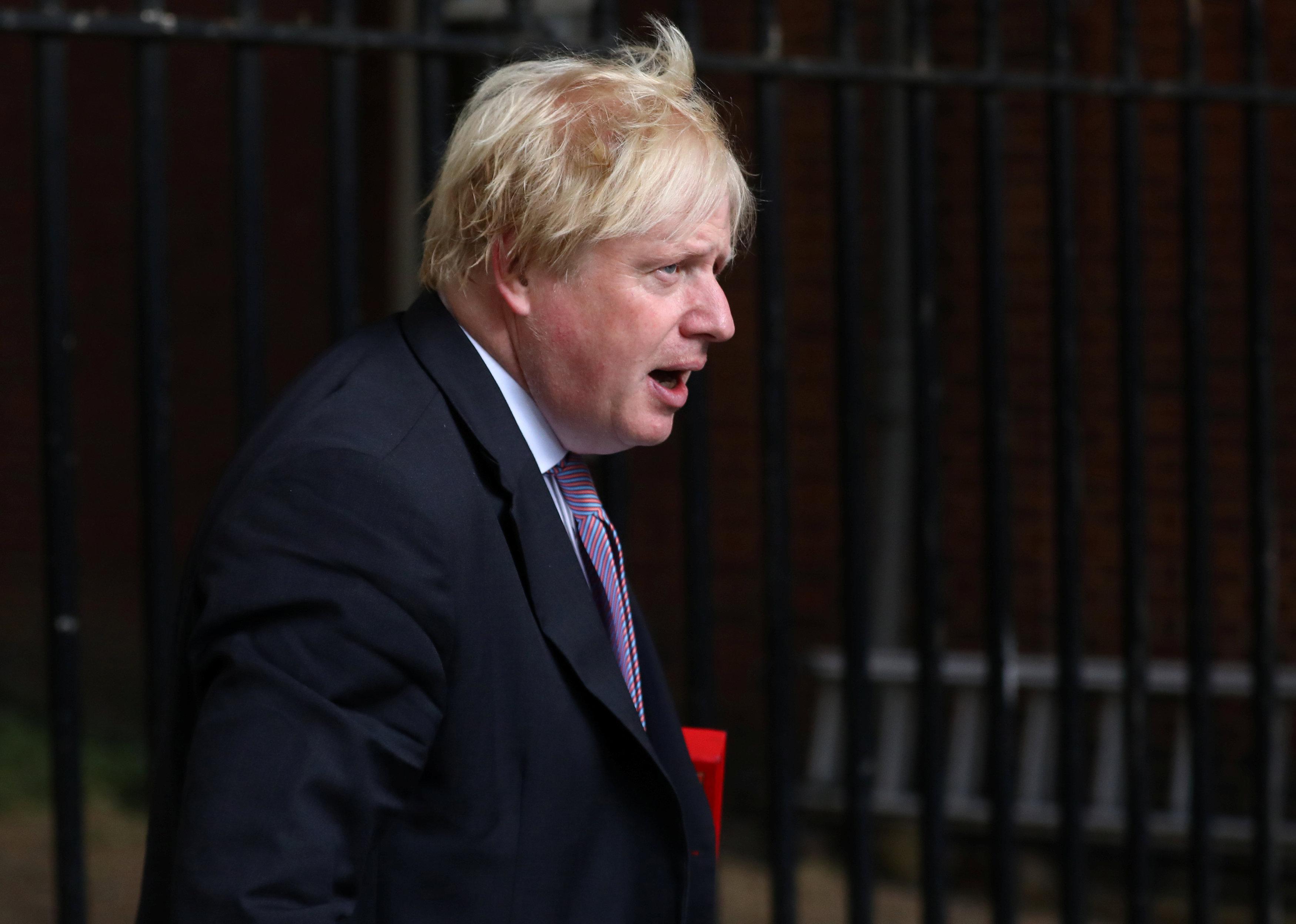 PM May despedirá al ministro de exteriores Johnson si socava el acuerdo Brexit - Times