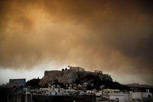 Wildfire rages near Athens