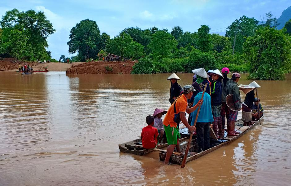 rescuers arrive for 3 000 stranded after laos dam collapse media