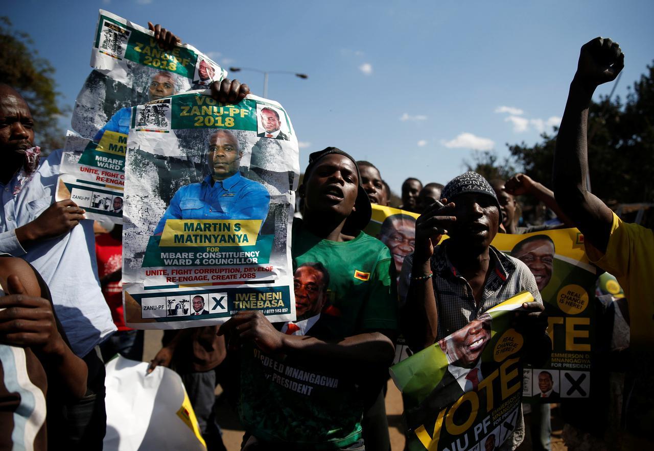 """Résultat de recherche d'images pour """"Zimbabwe's president, opponent both confident of win after close vote"""""""