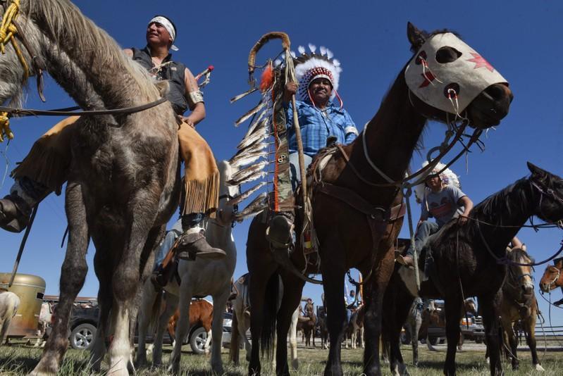 Out of spotlight, tribes keep fighting Dakota pipeline - Reuters