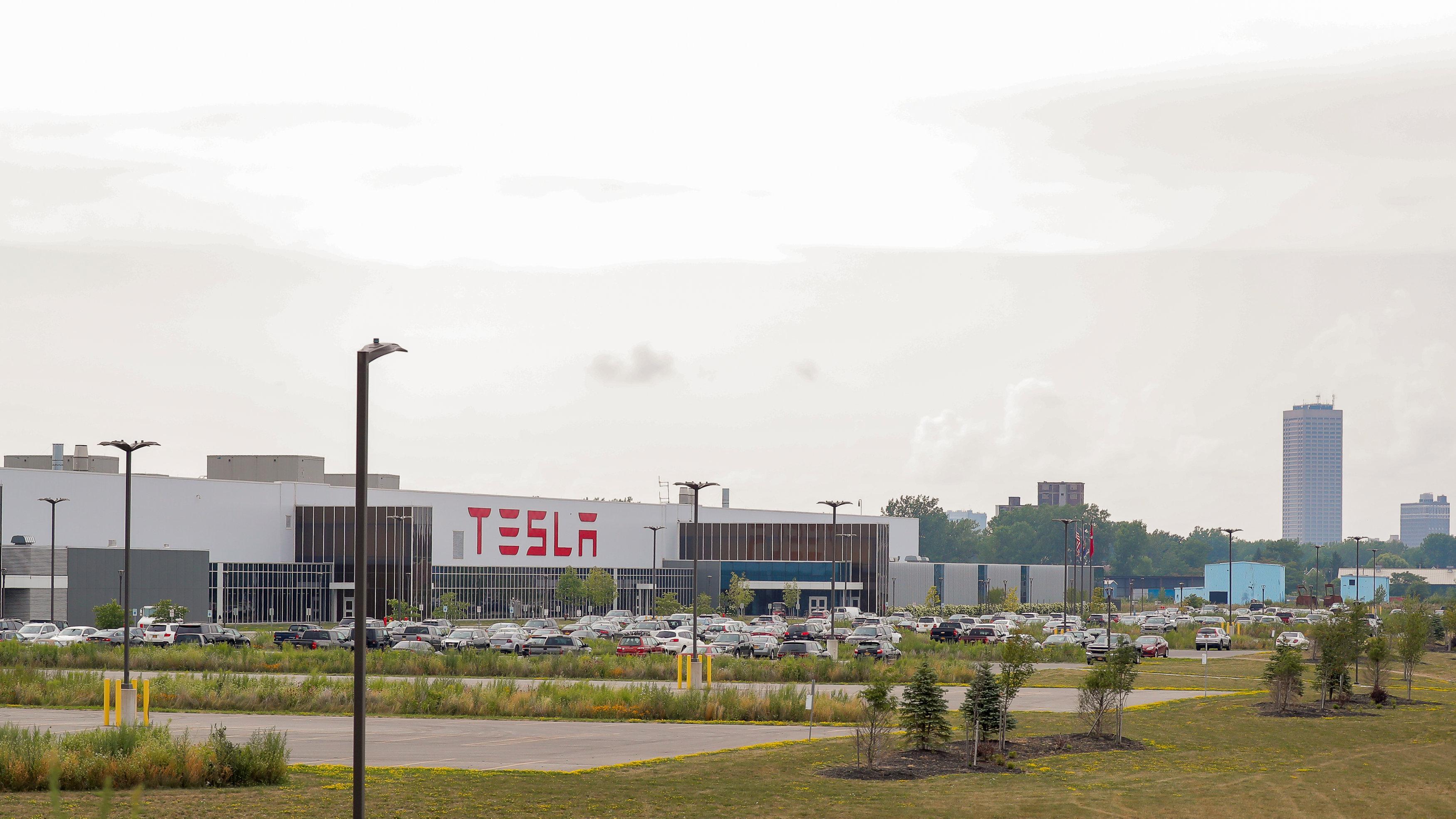 Inside Tesla S Troubled New York Solar Factory Cloud