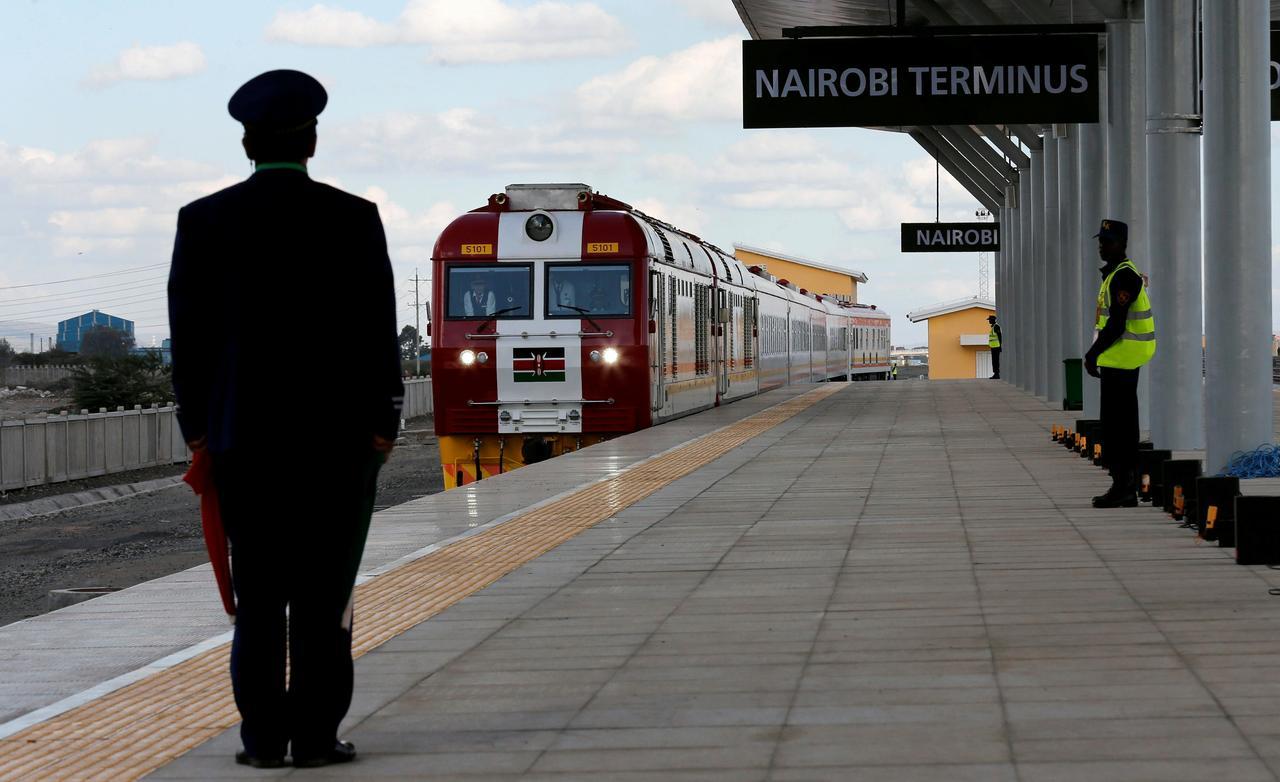 Kenya arrests two top officials for suspected corruption