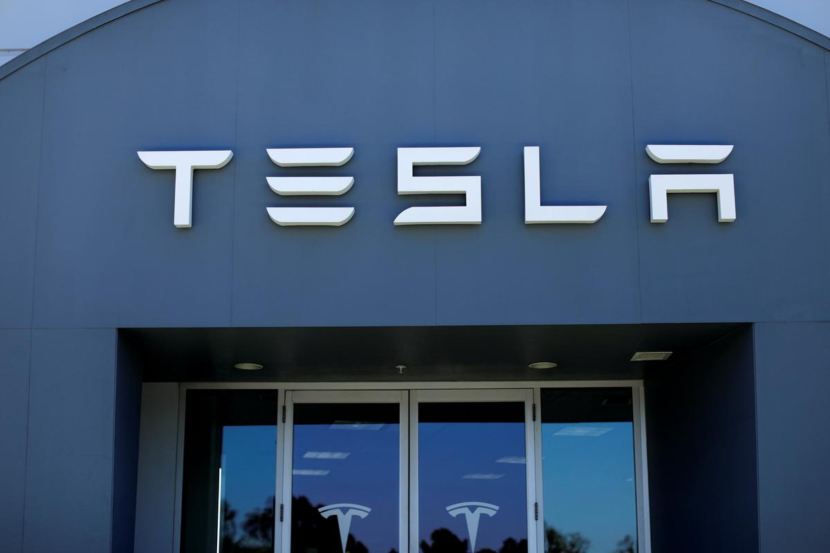 Keeping Tesla Shares May not Be an Option for Some Big Funds