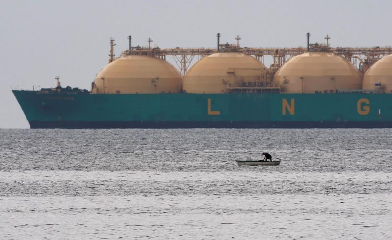 New fuel rules push shipowners to go green with LNG - Reuters
