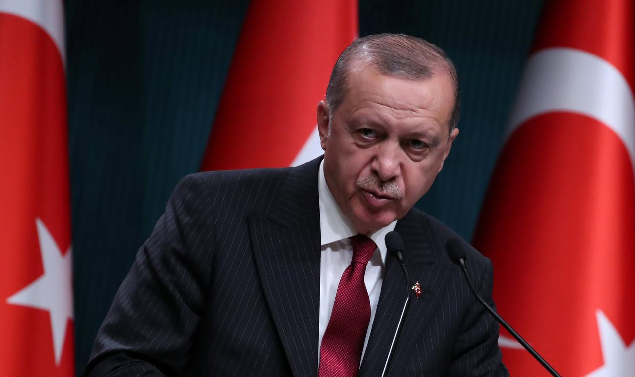 Erdogan invokes patriotism, Islam as lira remains under pressure