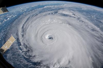 Hurricane Florence barrels towards Carolinas