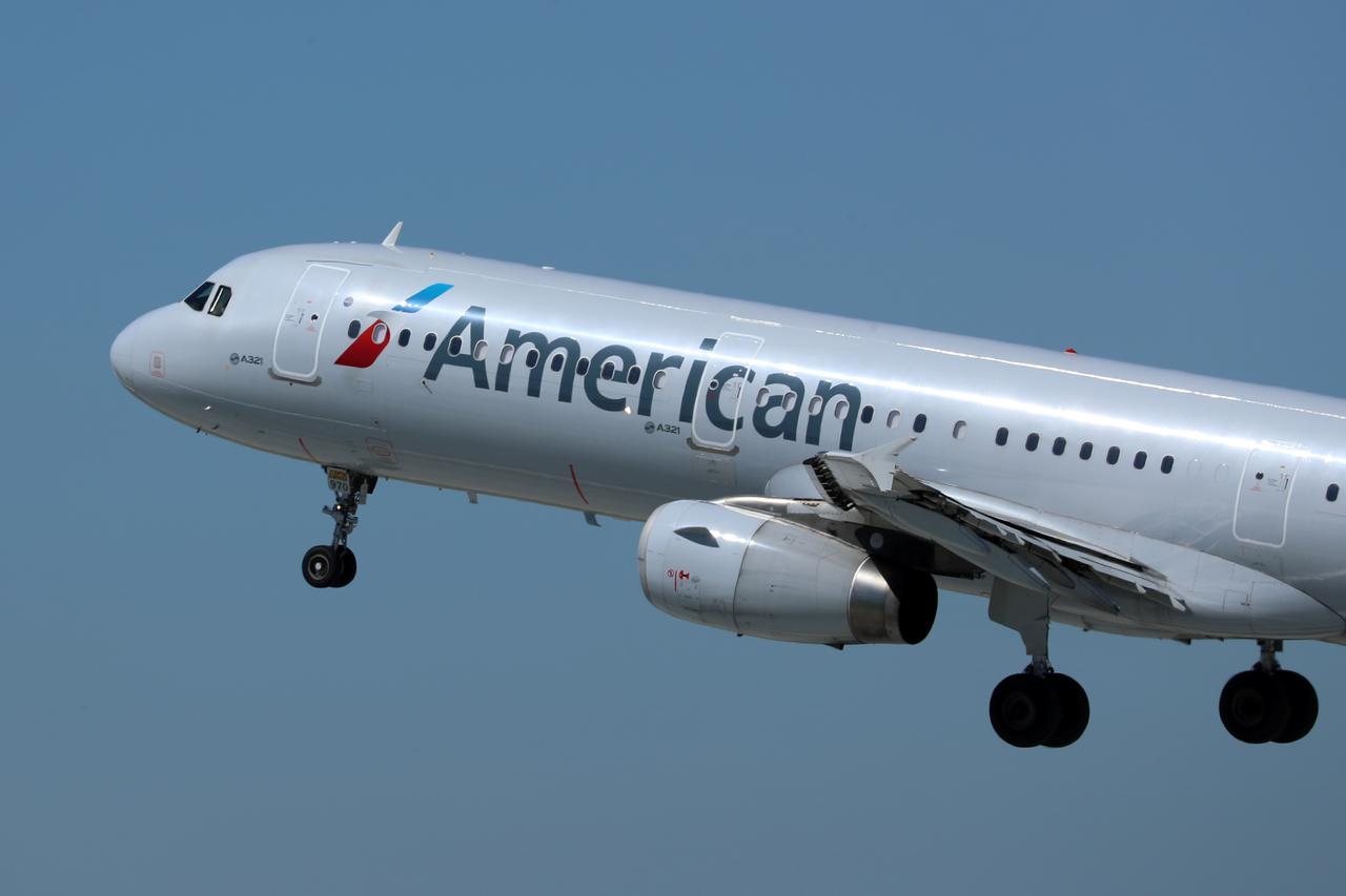 American Airlines joins rivals in hiking U.S. baggage fees by five dollars 495b8b8c96
