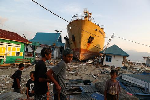 Earthquake and tsunami devastate Indonesian island
