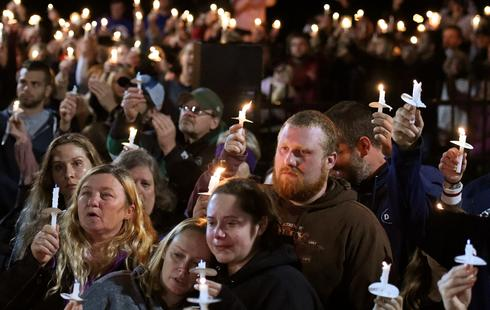Candlelight vigil for limo accident victims