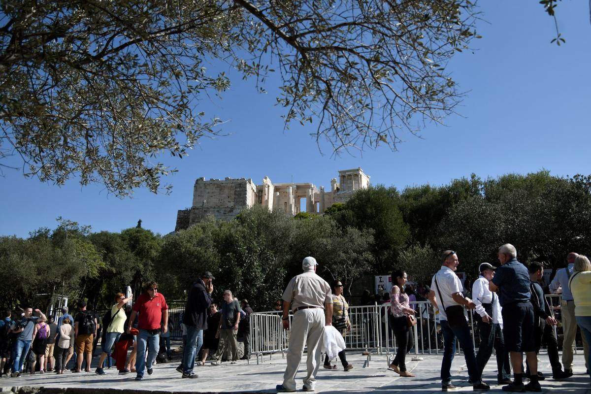 Strike over privatization fears shuts Greece's Acropolis