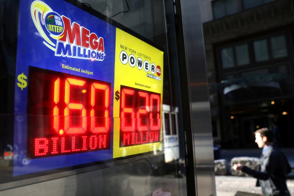 Players On Edge For Record 1 6 Billion Jackpot In Mega Millions