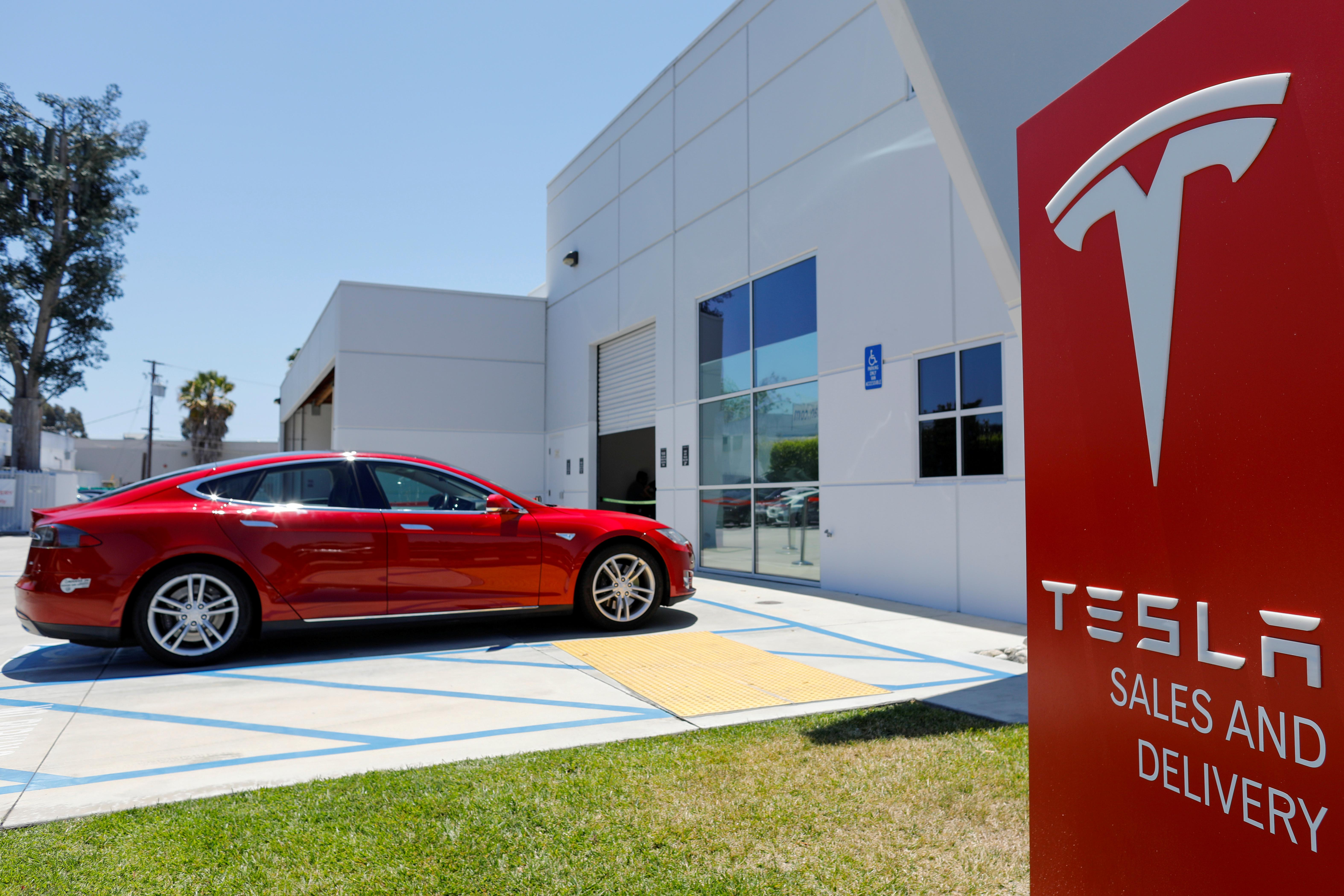 A Tesla sales and service center is shown in Costa Mesa, California, U.S., June 28, 2018.        Mike Blake