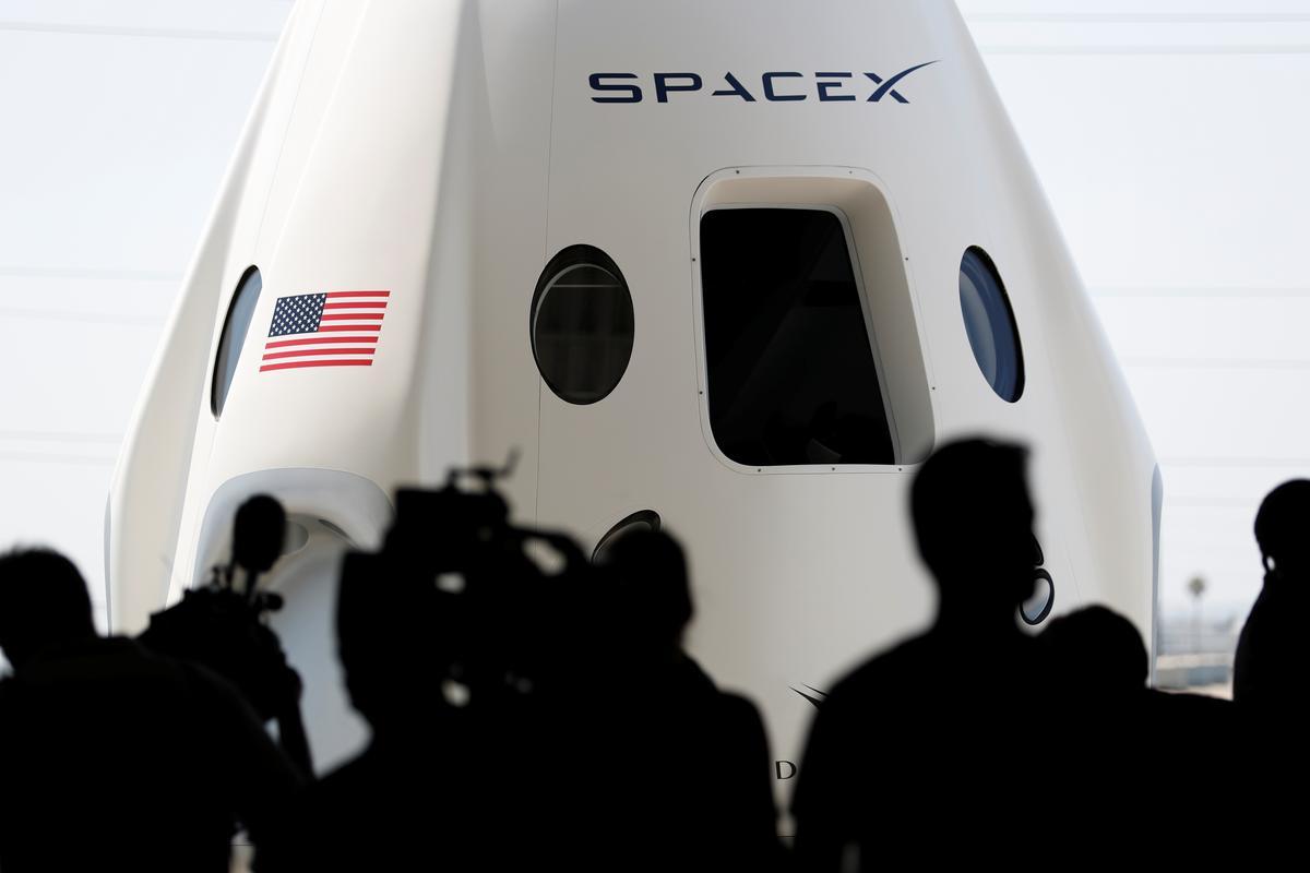 https://www.reuters.com/article/us-spacex-debt/elon-musks-spacex-seeks-500-million-loan-via-goldman-bloomberg-idUSKCN1MZ2G5
