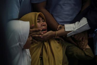 Indonesian plane crashes into sea
