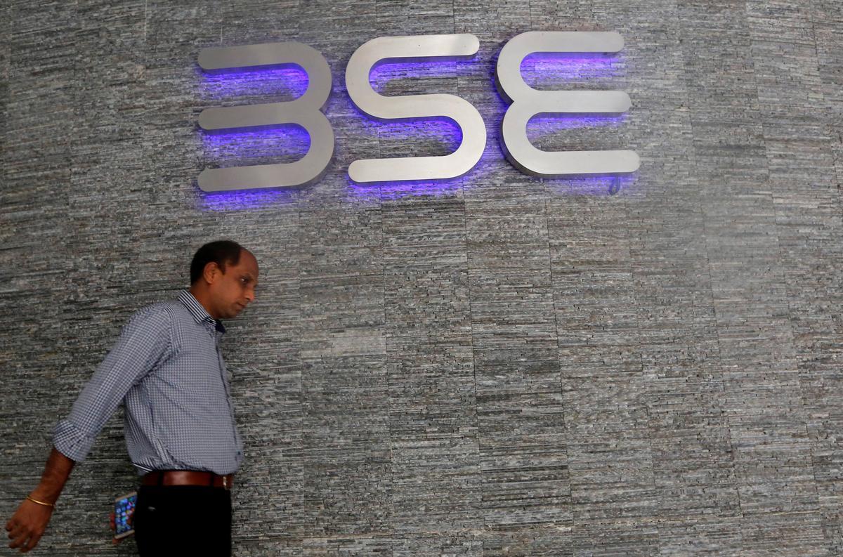 Sensex, Nifty edge lower as IT, energy stocks drag