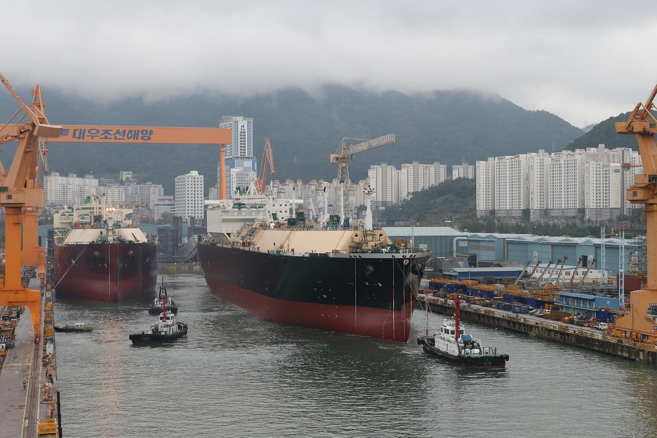 South Korean shipbuilders' lock on LNG tanker market to hold