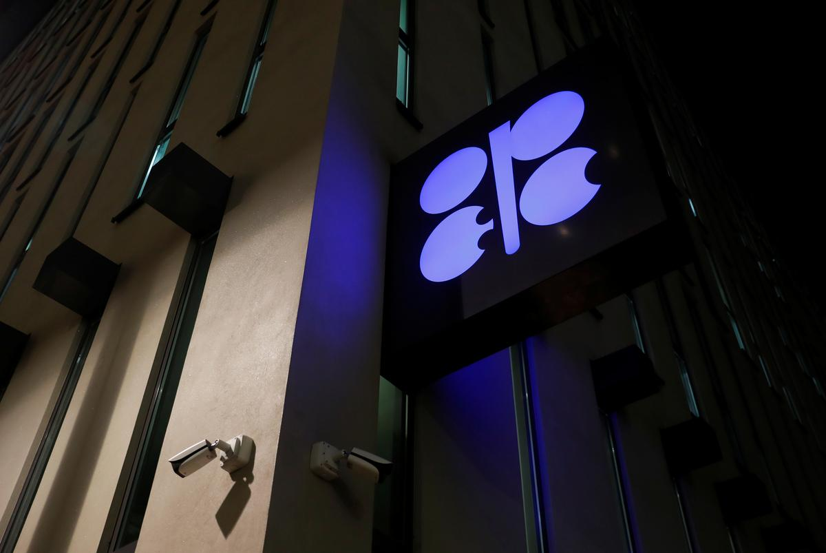 OPEC waiting for Russia before deciding level of oil cut