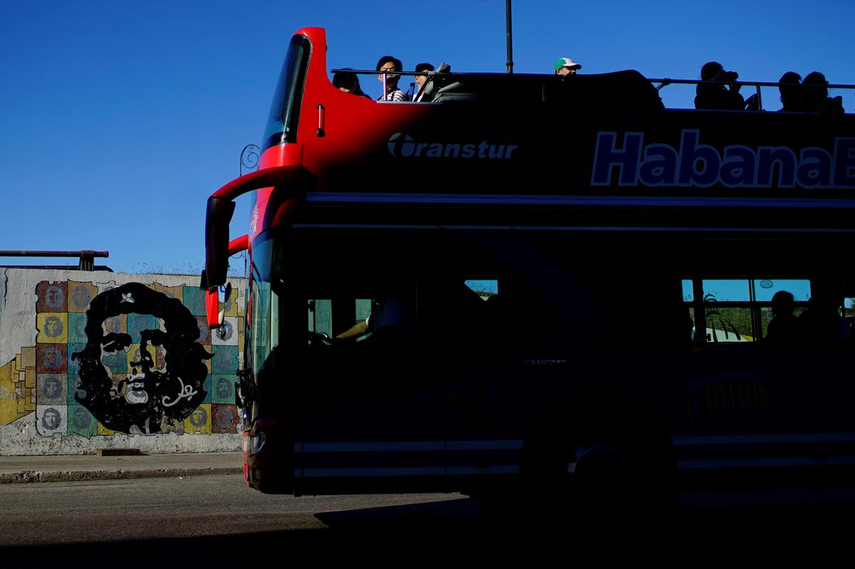 Cuba reinforces public transport as it clamps down on private taxis
