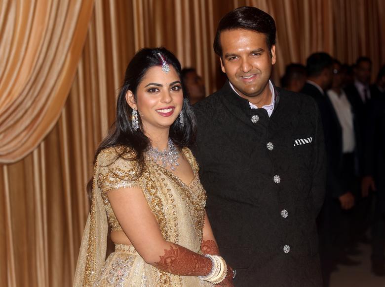 Isha Ambani weds Anand Piramal | Reuters.com