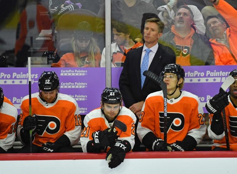 Flyers fire coach Hakstol