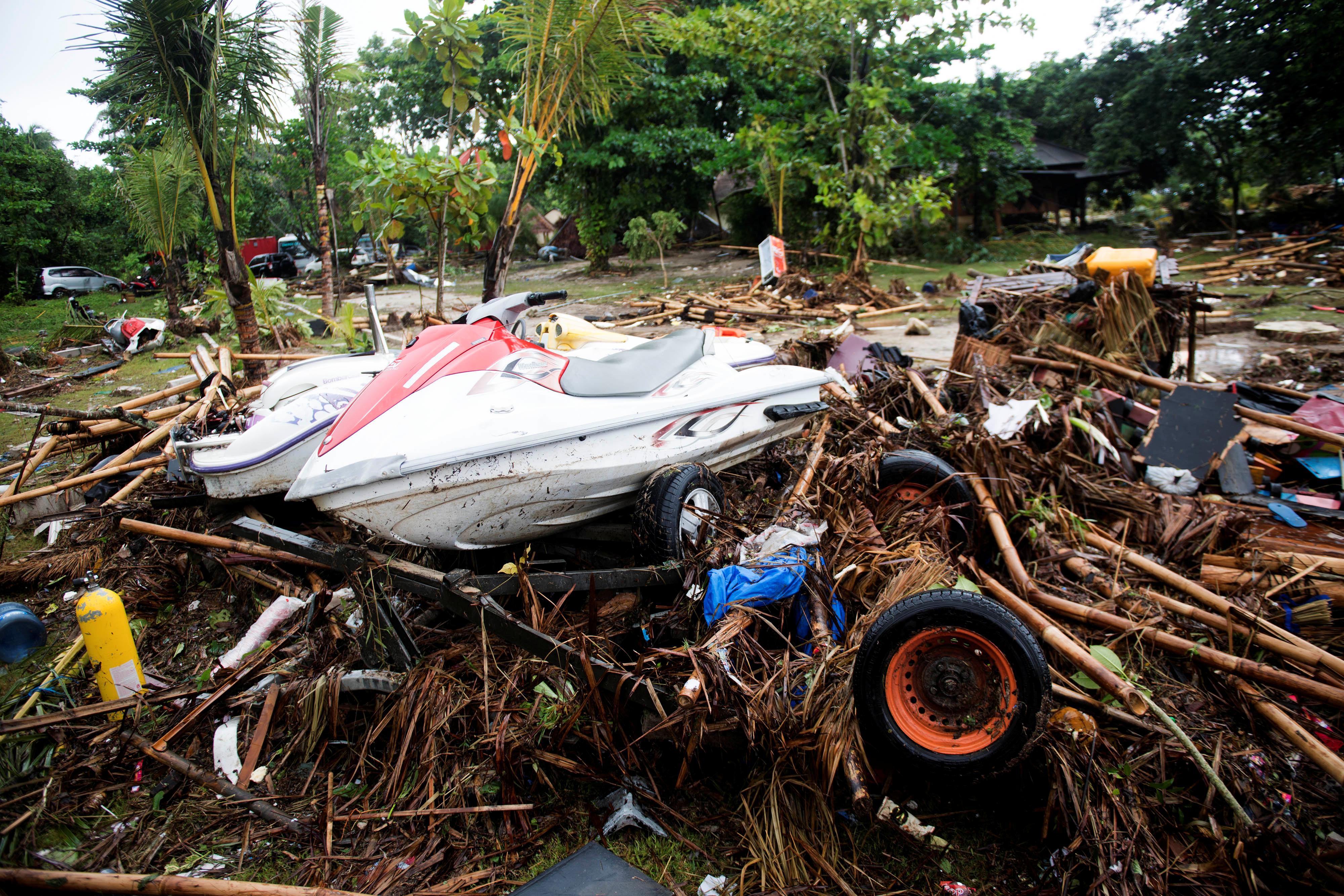 tsunami kills at least 222 in indonesia after krakatau