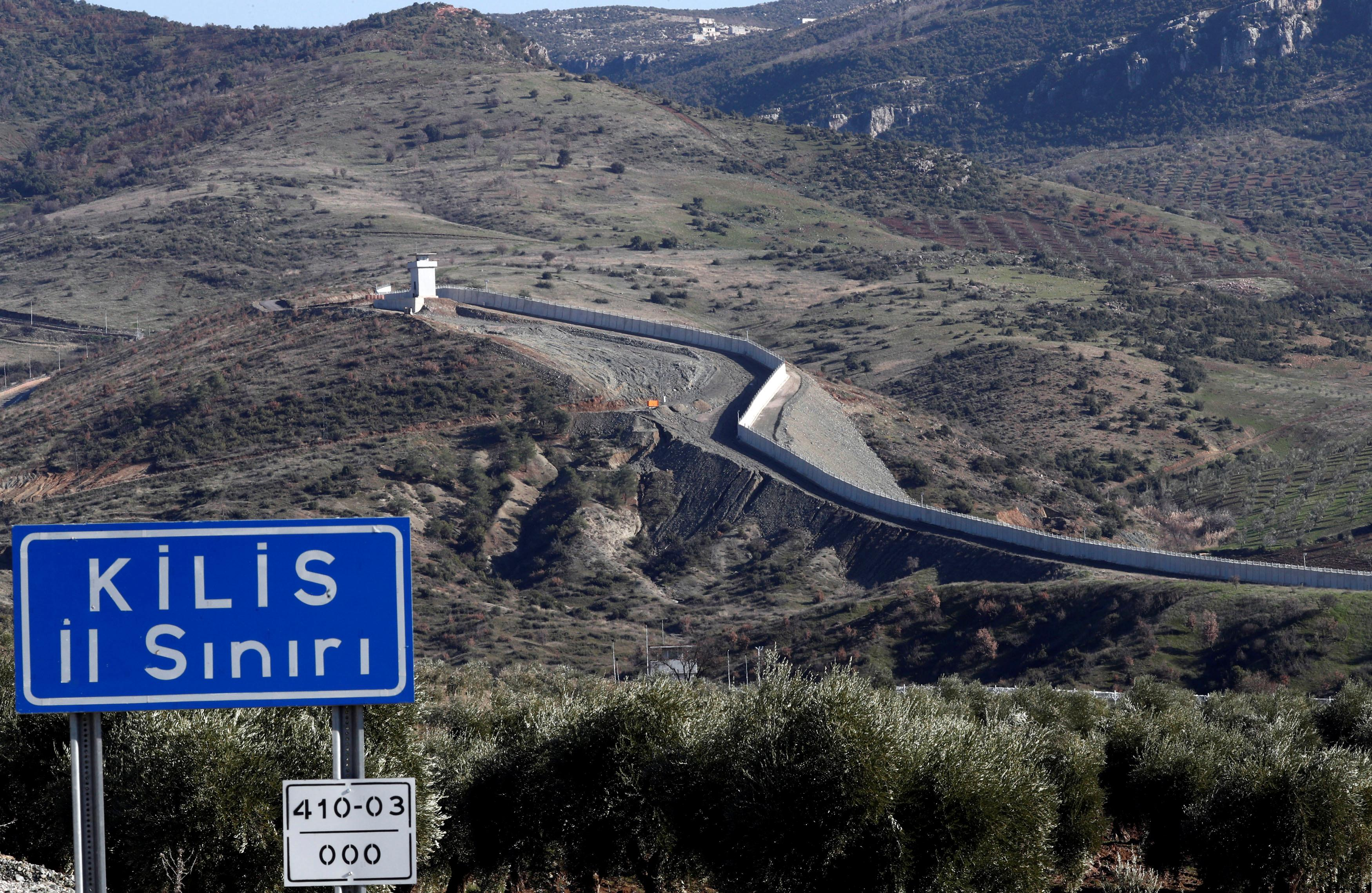 Hasil gambar untuk Turkey bolsters military on Syrian border as U.S. readies pull-out