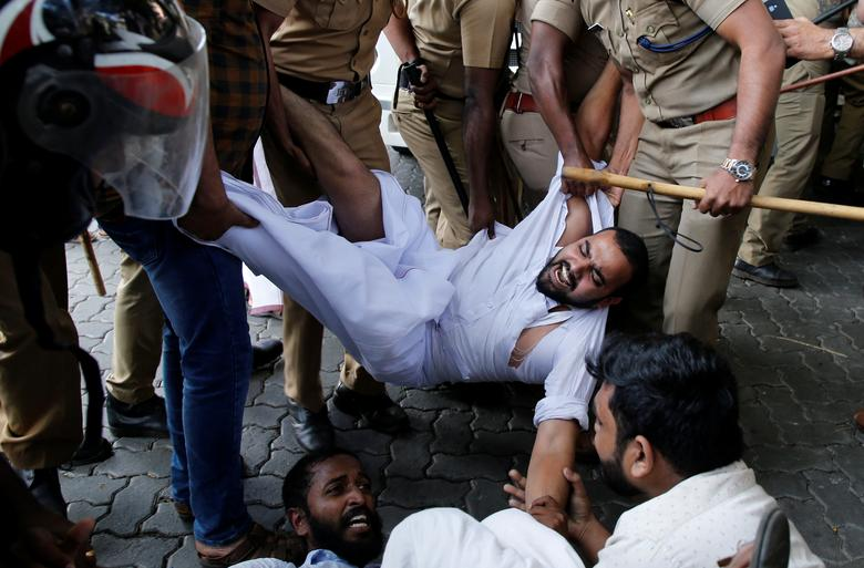 Police remove members of Kerala Students Union, the student wing of India's main opposition Congress party, as they take part in a protest after two women entered the Sabarimala temple, in Kochi, India, January 2.   REUTERS/Sivaram V