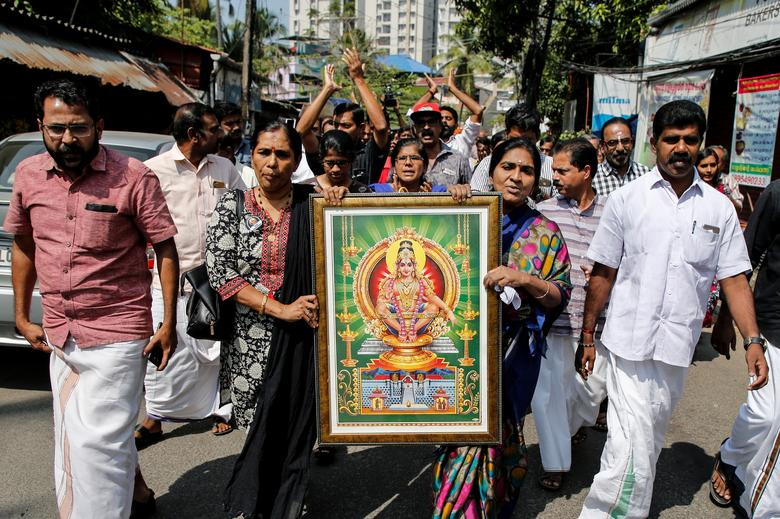 Protesters hold a portrait of Hindu deity Ayappa as they take part in a rally called by various Hindu organizations after two women entered the Sabarimala temple, in Kochi, India, January 2.    REUTERS/Sivaram V