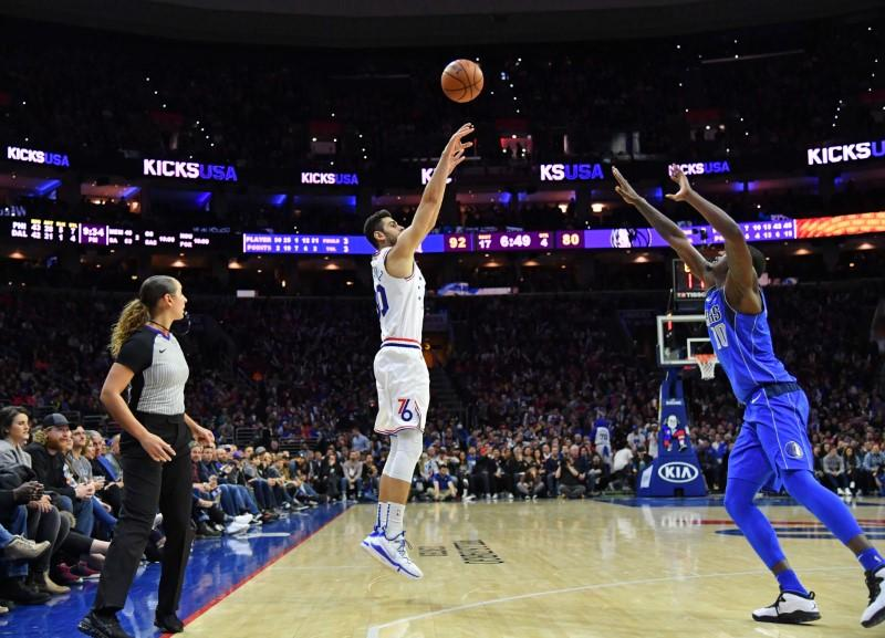 Simmons' triple-double helps 76ers hold off Mavs