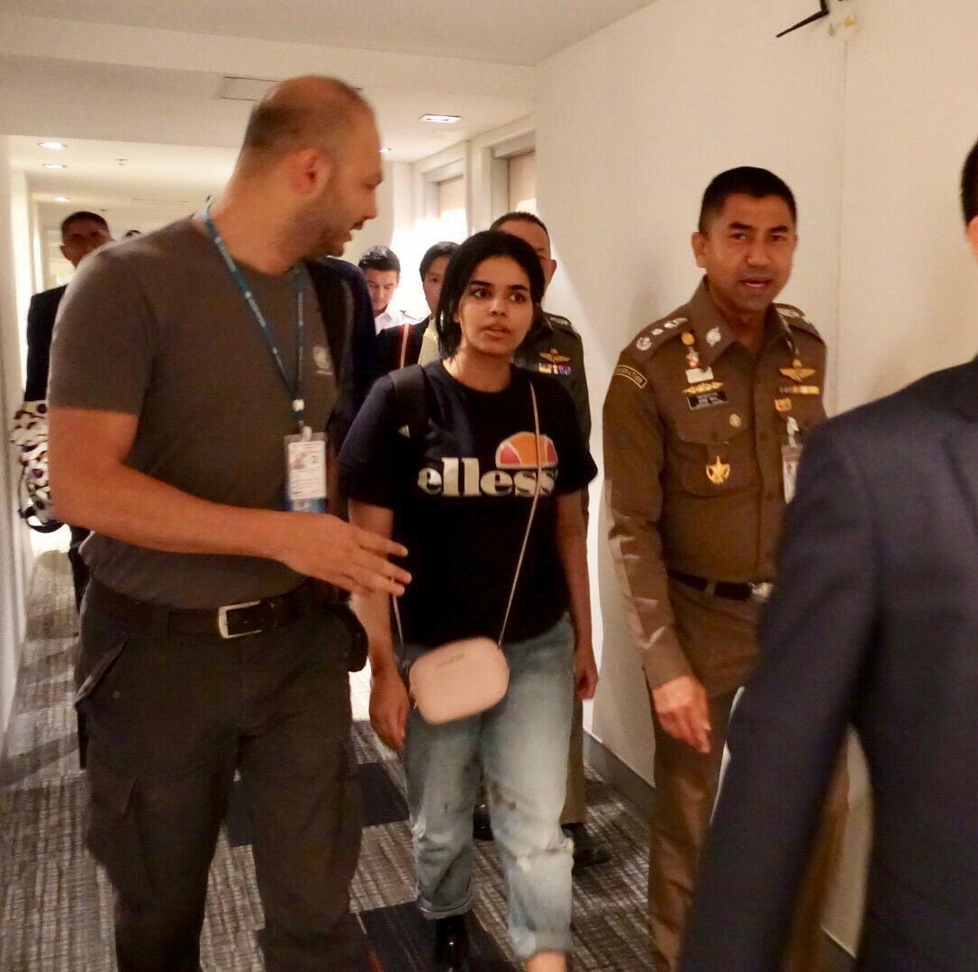 U.N. officials interview Saudi teen asylum seeker in Thailand