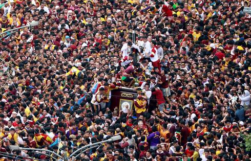 Filipinos display Catholic devotion in Black Nazarene procession