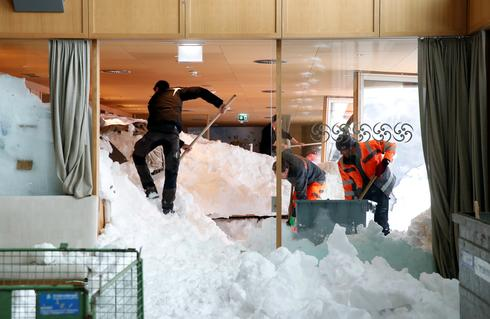 Avalanche at Swiss mountain resort