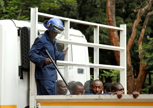 Zimbabwe police crack down on protests