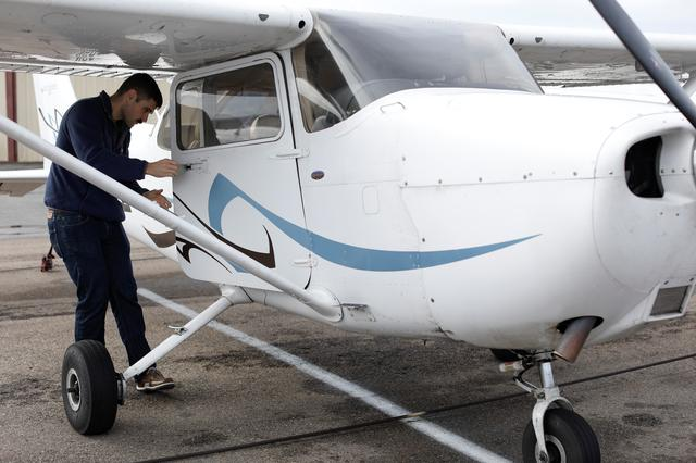 U S  airlines tap army helicopter pilots to ease shortage