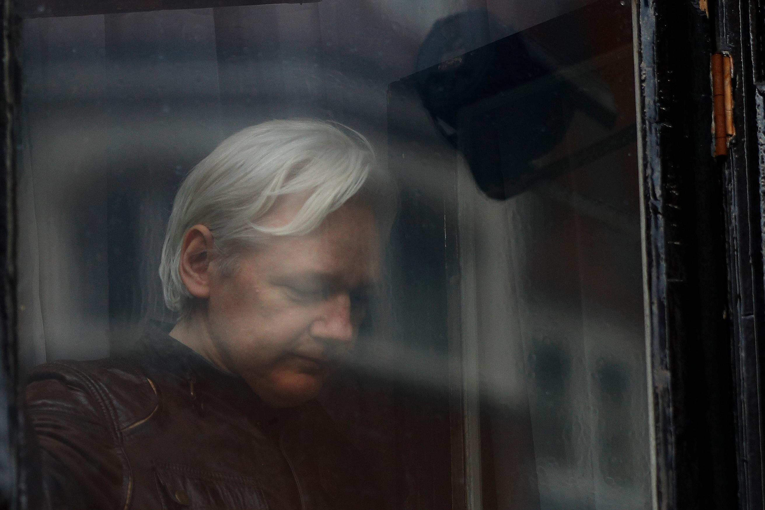 U.S. prosecutors press witnesses to testify against Assange: WikiLeaks