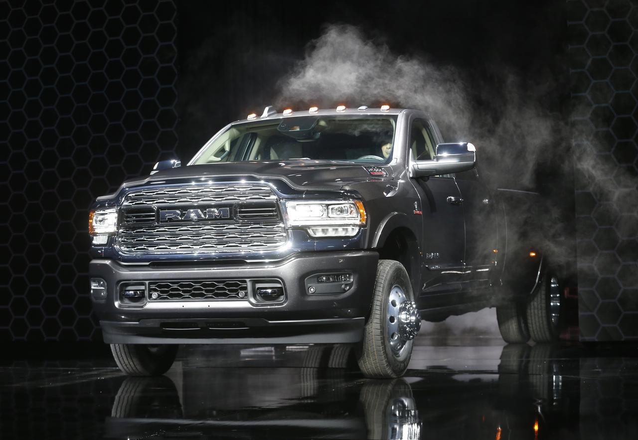 Chrysler Truck >> Fiat Chrysler Recalls 882 000 Pickup Trucks For Steering