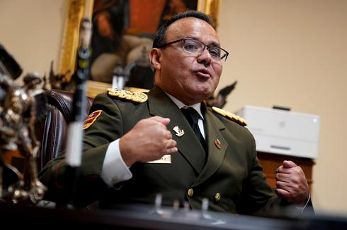 Exclusive: U.S. in direct contact with Venezuelan military, urging  defections - source