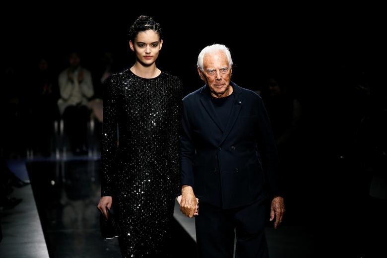 Giorgio Armani Presents A Rhapsody In Blue At Milan Fashion Show Reuters Com